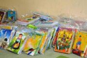 توزیع ۵۰۰ بسته نوشتافزار بین دانشآموزان بیبضاعت